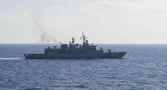 Navio de guerra turco dispara mísseis em locais controlados por milícias rebeldes na Libia