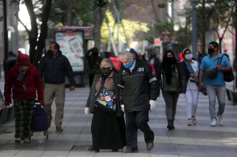 Los mayores de 75 vuelven a la calle