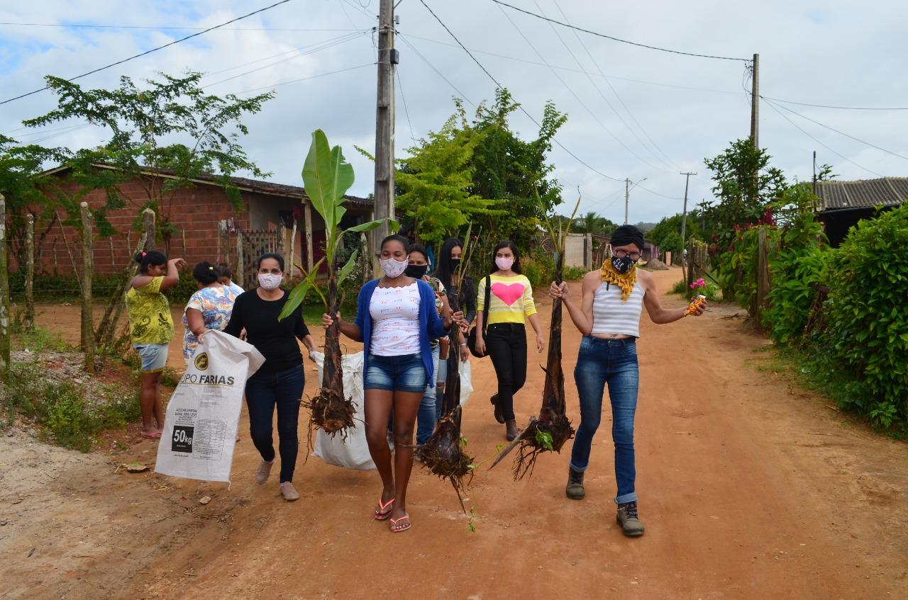 Mulheres recebem documento de propriedade da terra em Bonito