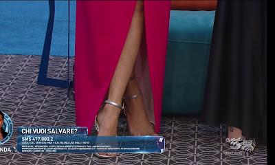 Dayane Mello piedi scarpe argentate tacco