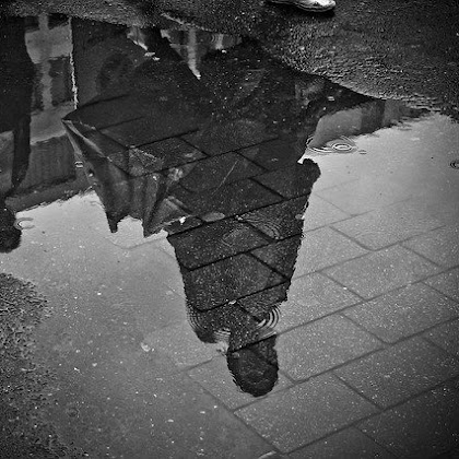 Puisi antara hujan dan kenangan