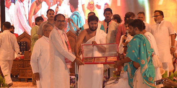 मुख्यमंत्री शिवराज सिंह चौहान ने वंदे सिद्धाचलम् पुस्तक का विमोचन किया