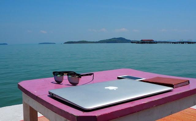 digital nomad remote Job MacBook Thailand ocean sea