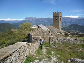 Muro de Roda. Peña Montañesa al fondo