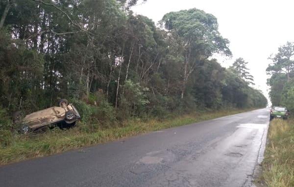 Casal fica ferido em capotamento na SC-477 em Major Vieira