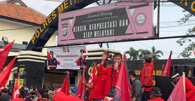 Bendera PDIP Dibakar, Kapolri Diminta Copot Kapolda Metro Jaya