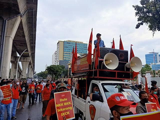 Long March ke Patung Kuda, Buruh Serukan Pembangkangan Sipil