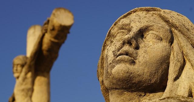 souffrance-statue-vierge-marie