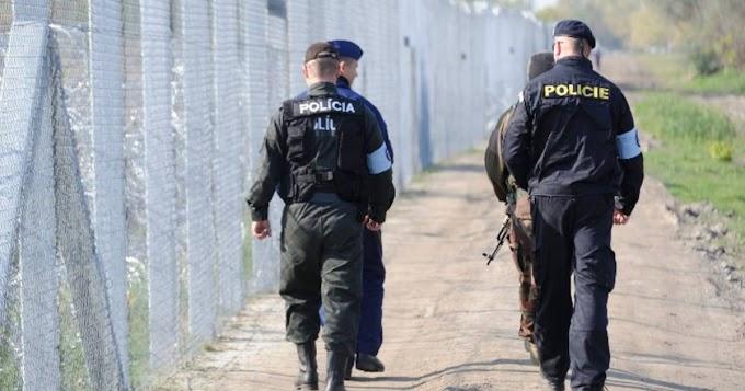 Vádat emeltek egy rendőrök elől elmenekülő szerb embercsempész ellen