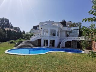Dedinje luxury house with swimming pool for sale