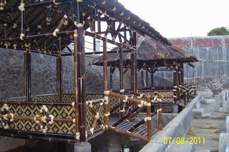 Harga pembuatan saung bambu murah