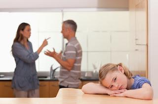 هل سبق وإرتكبت هذه الأخطاء مع طفلك بعد إنفصالك عن زوجك؟