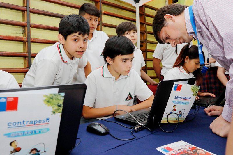 Junaeb lanza programa para regalar 130.000 notebooks