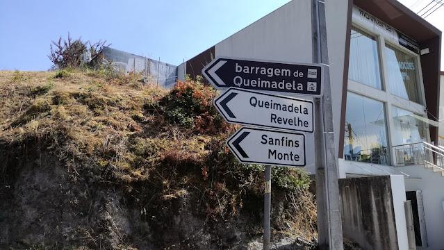 Placa de direções Barragem Queimadela/ Queimadela/ Revelhe/ Sanfins/Monte