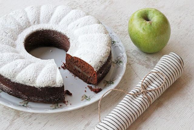 Κέικ Μήλου με Σοκολάτα