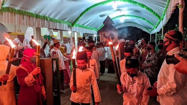 Seribu Obor Ikut Meramaikan Ganti Luwur Mbah Rogomoyo Malam ini di Desa Winong Kaliwungu