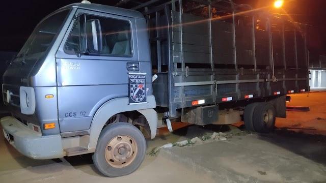 Sete pessoas são mantidas em cárcere em fazenda, ladrões roubam veículos e polícia consegue recuperá-los na BR-262