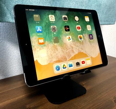 タブレットスタンドにiPad mini3を置く
