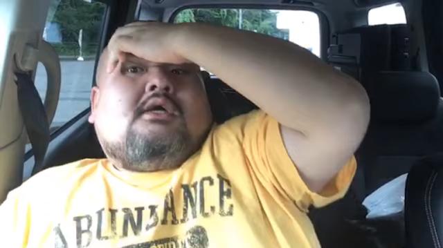 Pria Jepang memakan es loli Garigari-kun dalam satu gigitan, Otaknya langsung membeku, Dan Otaknya Ingin meledak