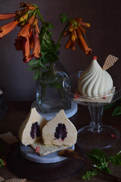 peach-semifreddo-with-blackberry-filling, semifríos-de-melocoton-y-moras