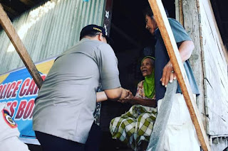 Polisi Care,Kapolres Bone Berikan Bantuan Sembako Pada Dua Warga Kurang Mampu