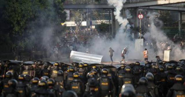 Massa 21-22 Mei Sempat Rebut Senjata Polisi saat Pembakaran Mobil Brimob di Jakbar