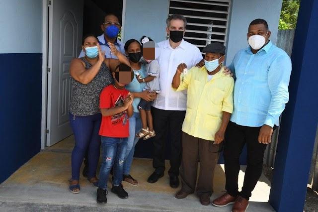Gobierno entrega otras diez viviendas a familias de escasos recursos en SPM