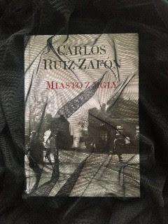 """naprawdę ostatni raz, czyli """"Miasto z mgły"""" Carlos Ruiz Zafón, fot. paratexterka ©"""
