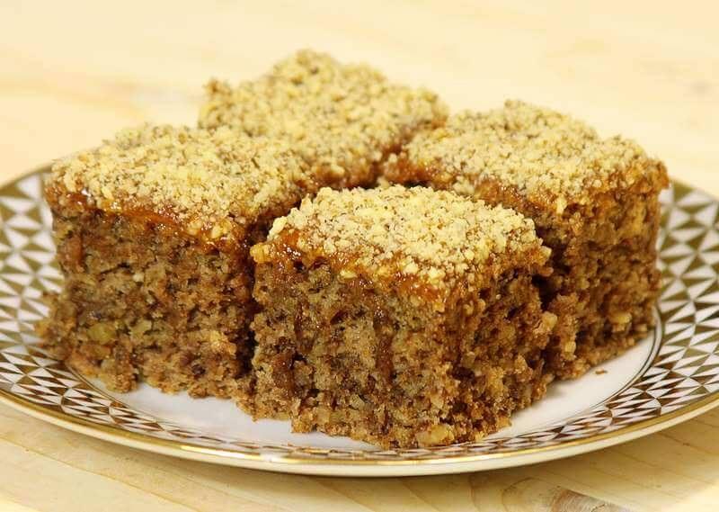 Вкусный постный пирог с орехами и вареньем - очень удачный и бюджетный рецепт