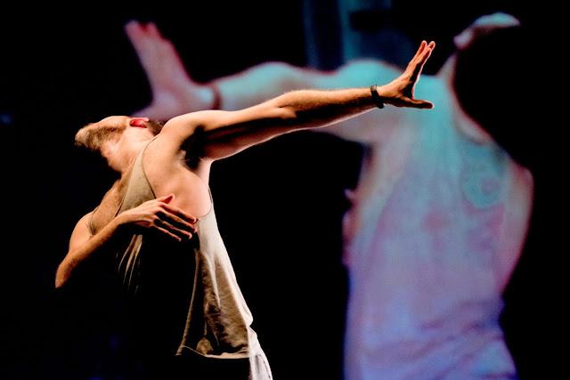 Encontros do DeVIR levam dois espetáculos multidisciplinares ao Cine-Teatro Louletano