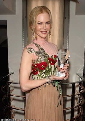 pictures of Nicole kidman wins best actress at WhatsOnStage theatre awards