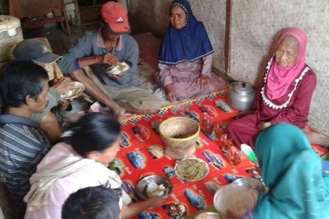Miskin, 3 Keluarga dalam 1 Rumah Panggung di Tasik Makan Kulit Singkong