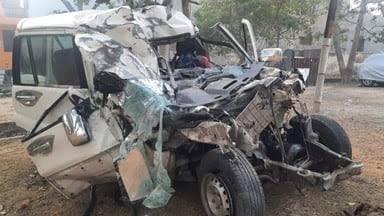 आगरा के सड़क दुर्घटना में 8 लोगों की मौत