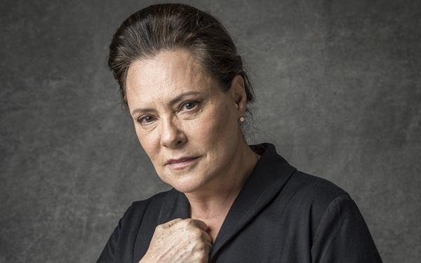 Elizabeth Savalla será uma beata cheia de veneno em 'O Sétimo Guardião' (Foto: João Cotta/Globo)