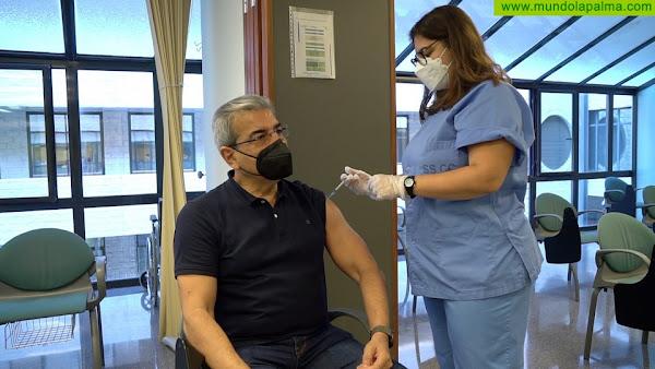 Román Rodríguez recibe la primera dosis de la vacuna de AstraZeneca