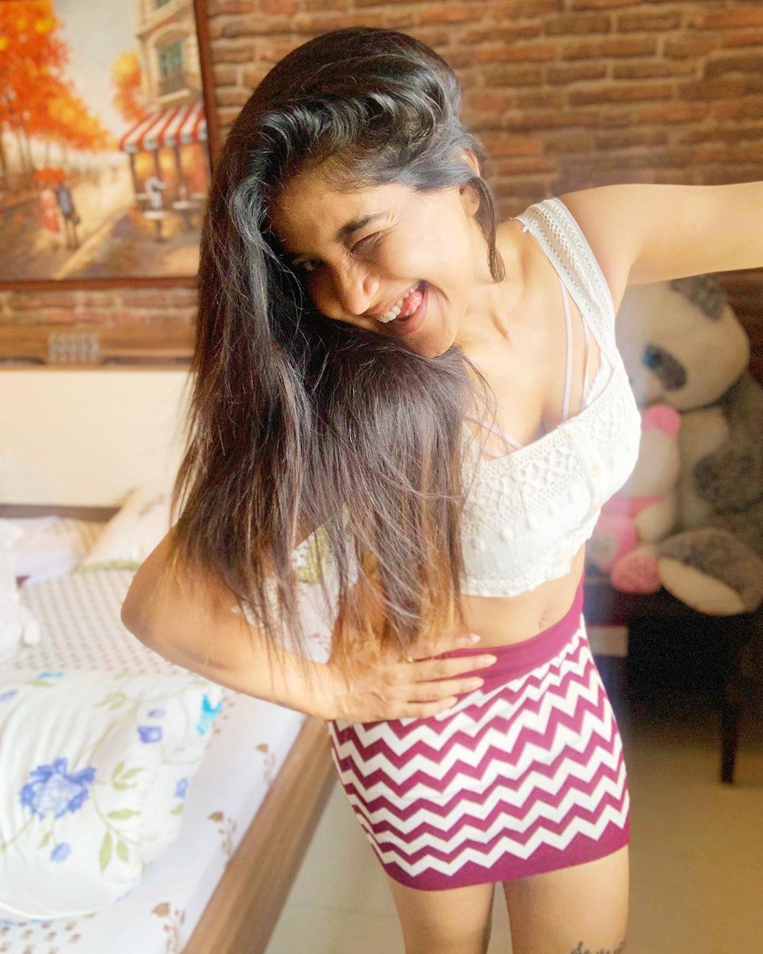 actress sakshi agarwal instagram