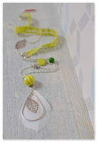 sautoir plume printanier vert clair