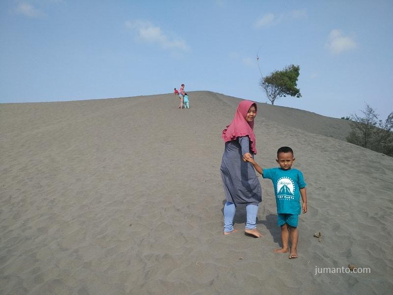 foto gumuk pasir parangkusumo