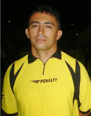 Resultado de imagem para Fotos do arbitro de futsal Luciano Silva