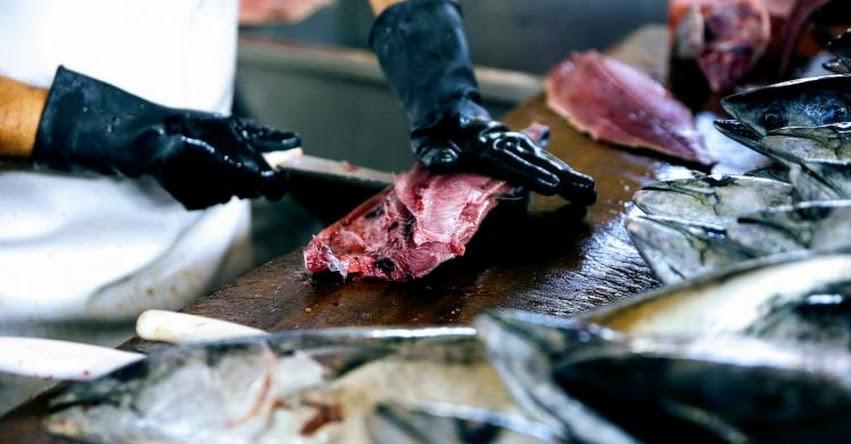 Si vas a comer pescado crudo, el limón no mata los parásitos