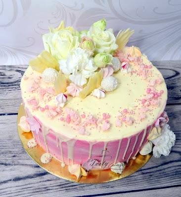 drip cake z kwiatami
