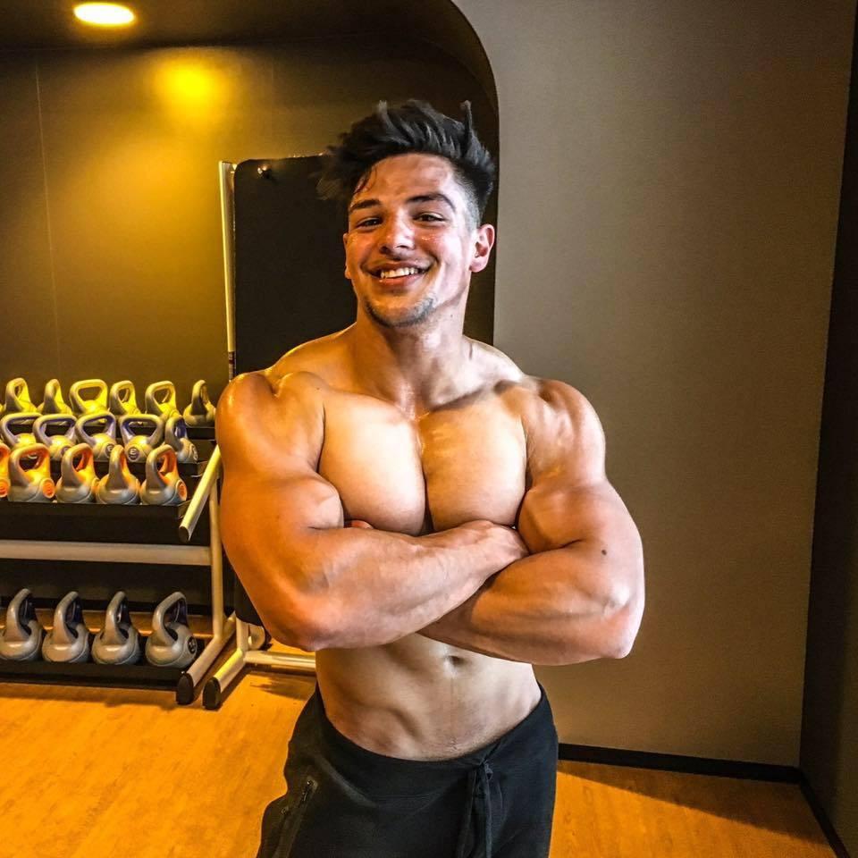 cute-bad-boy-swole-muscular-bro-naughty-smile-cocky-gym-stud
