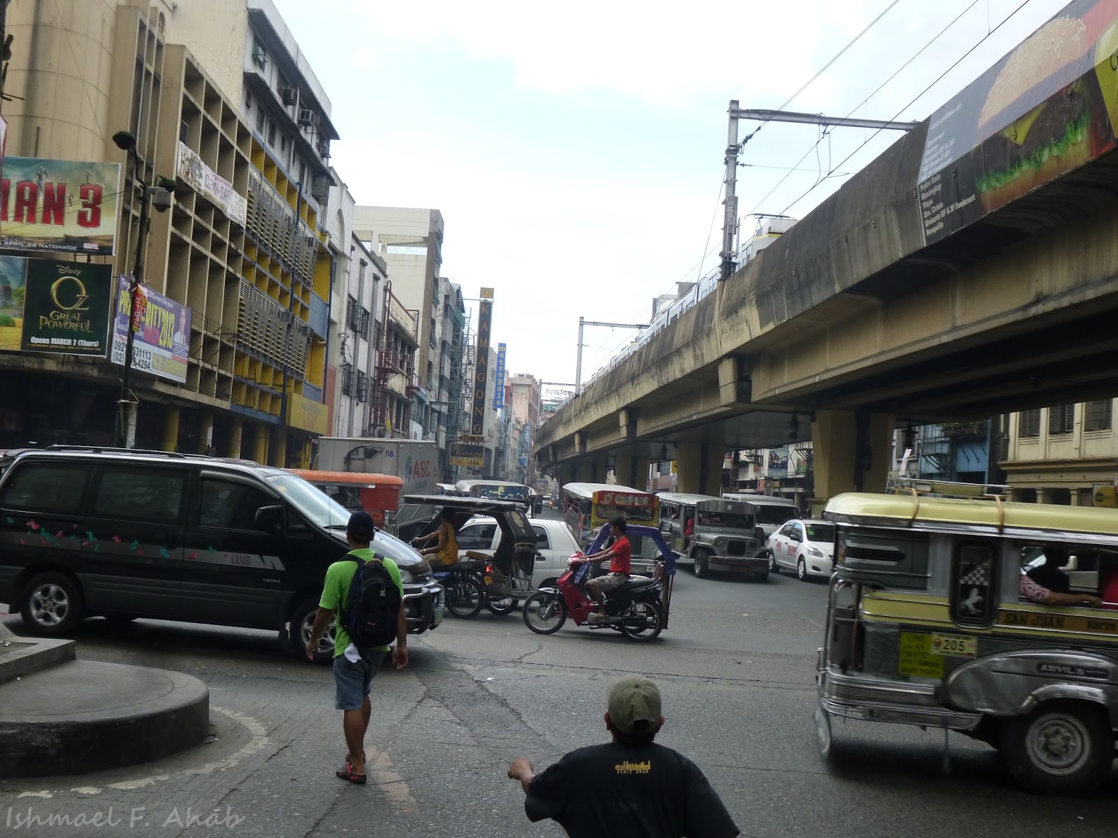Image of the corner intersection of Recto Avenue and Rizal Avenue in the city of Manila