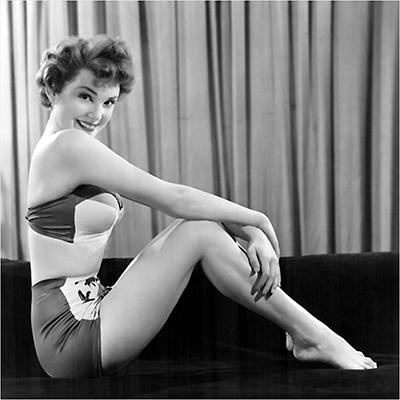 http://pics.wikifeet.com/Karen-Sharpe-Feet-2349193.jpg
