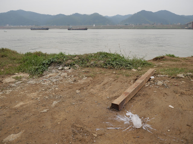 A spilled white drink next to the Xun River (浔江) in Wuzhou