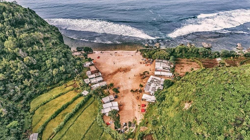 Pantai Ngrumput Kabupaten Gunung Kidul Daerah Istimewa Yogyakarta