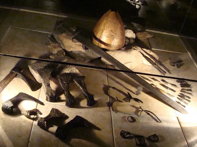zabytki wczesnośredniowieczne z grodu i cmentarzyska w Gieczu
