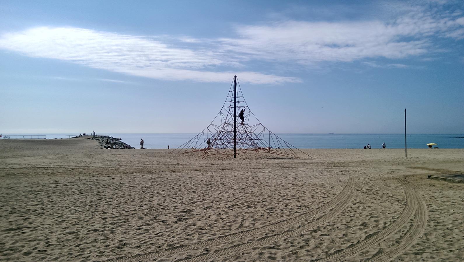 A. Playa del Bogatell. Barcelona, verano 2016