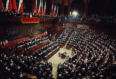 Pensare gratis due paroline sulla composizione del for Camera dei deputati composizione