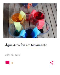 Experiência da água que passa de copo em copo de muda de cor